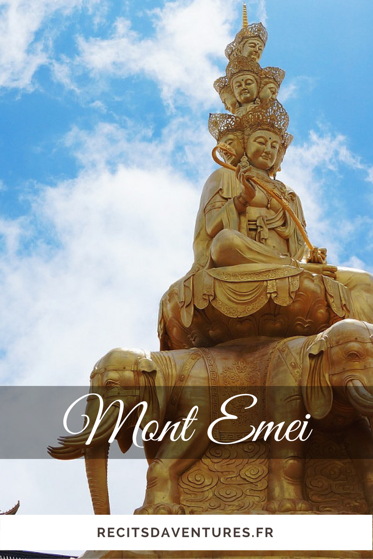 Statue dorée du Mont Emei, Emeishan dans le Sichuan   Chine