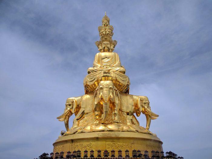 Statue dorée du Mont Emei   Chine