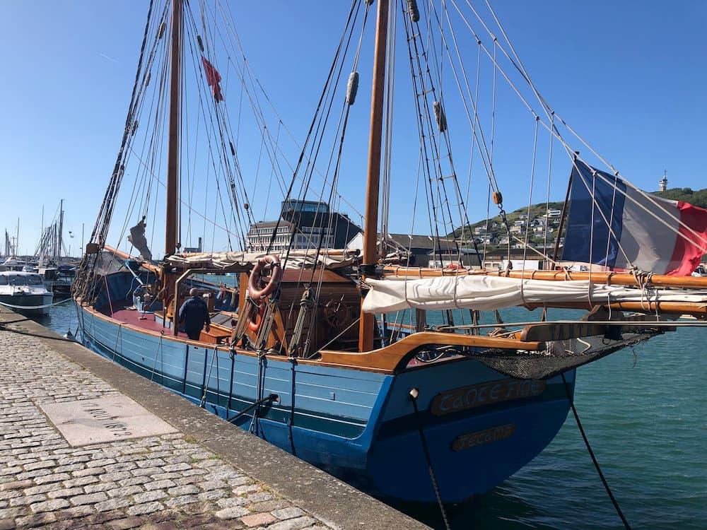 Vieux gréement sur le port de Fécamp | France